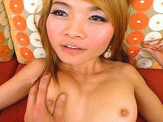 Thai nubile dancer Apple gets boinked..