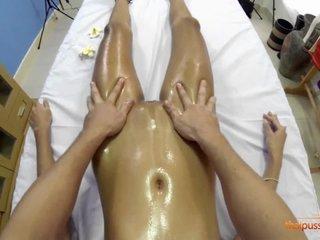 Fresh massagist romps Maye